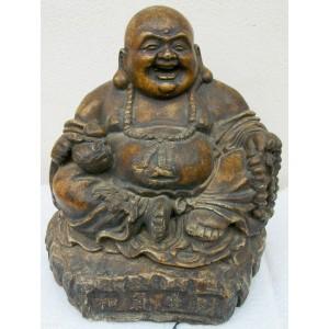 Lächelnde Buddha sitzt